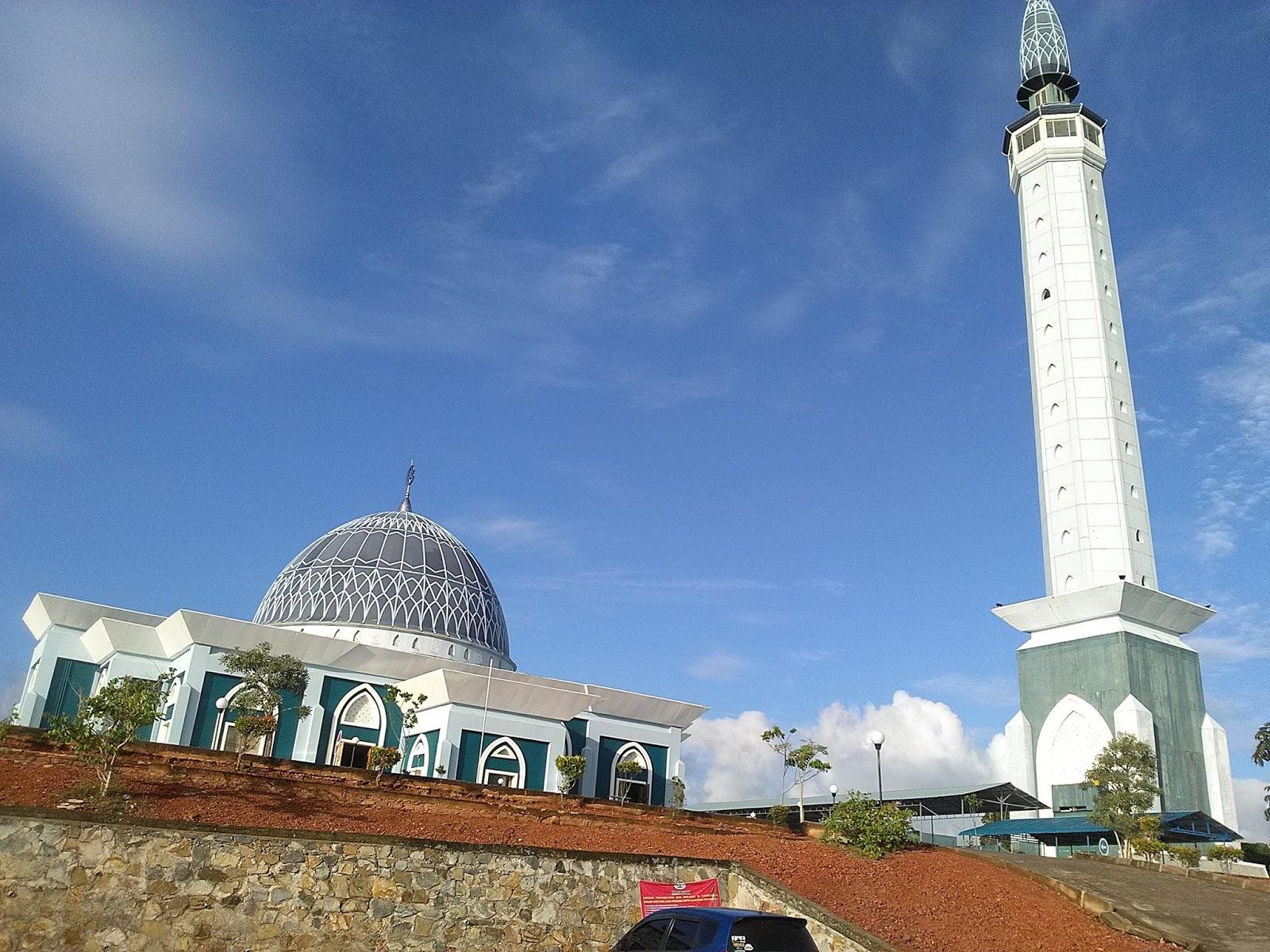 Hidup Inspirasi Nur Ilahi Masjid Anggun Atas Lautan Raya Dompak