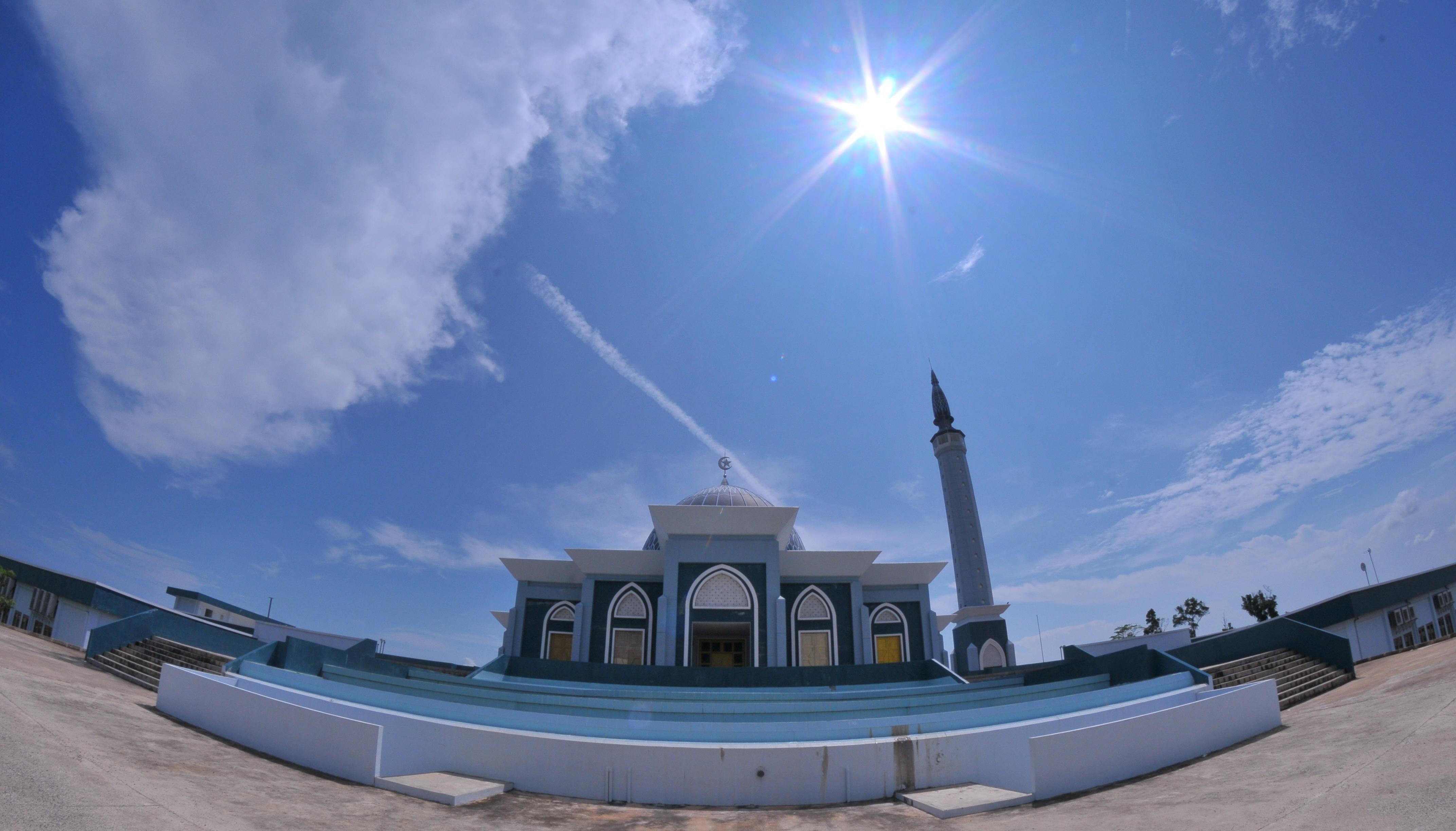 Mengintip Masjid Indah Pulau Dompak Robbi Hafzan Dsc 4123 Raya