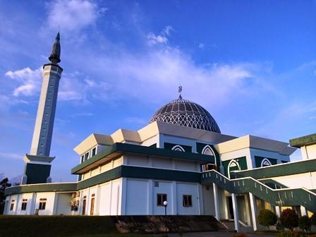 Ngabuburit Pulau Dompak Ibukota Provinsi Kepri Oleh Dizzman Masjid Raya