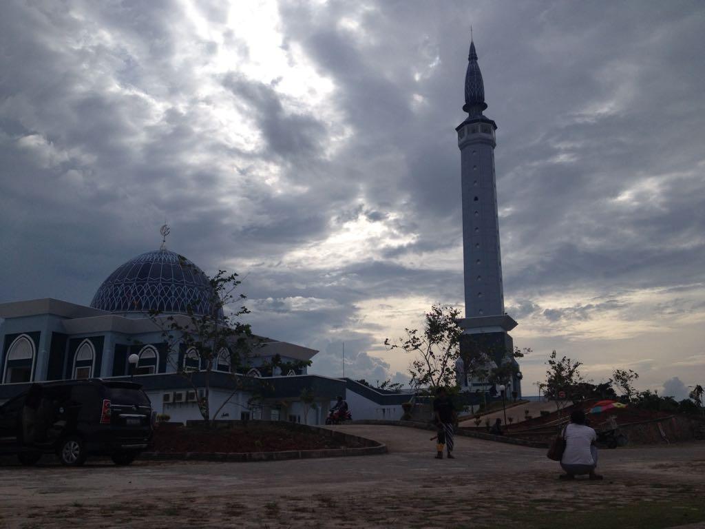 Objek Wisata Religi Tanjungpinang Harian Kepri Masjid Nur Ilahi Dompak