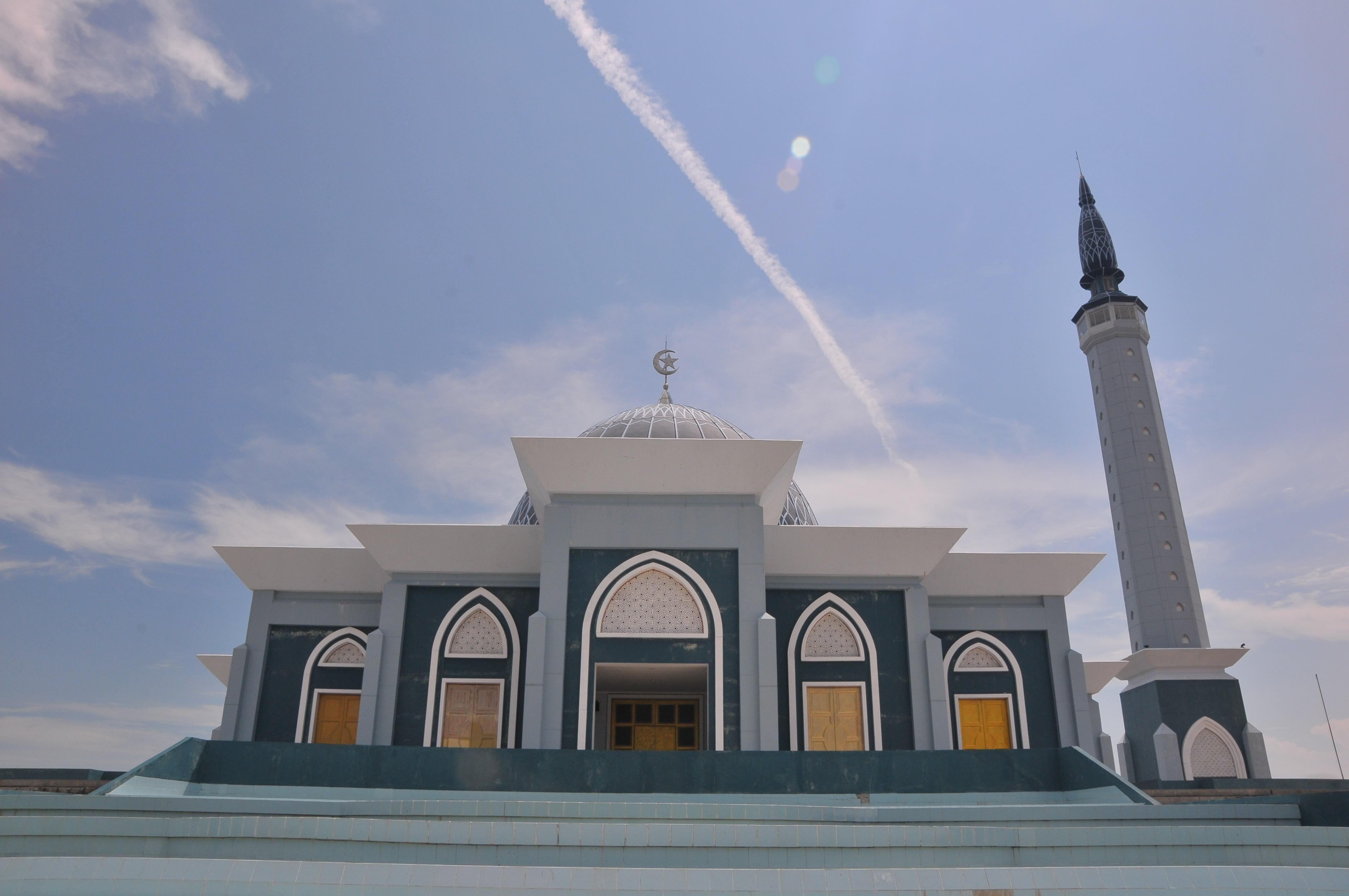 Pulau Dompak Pusat Pemerintahan Provinsi Kepulauan Riau Robbi Hafzan Masjid