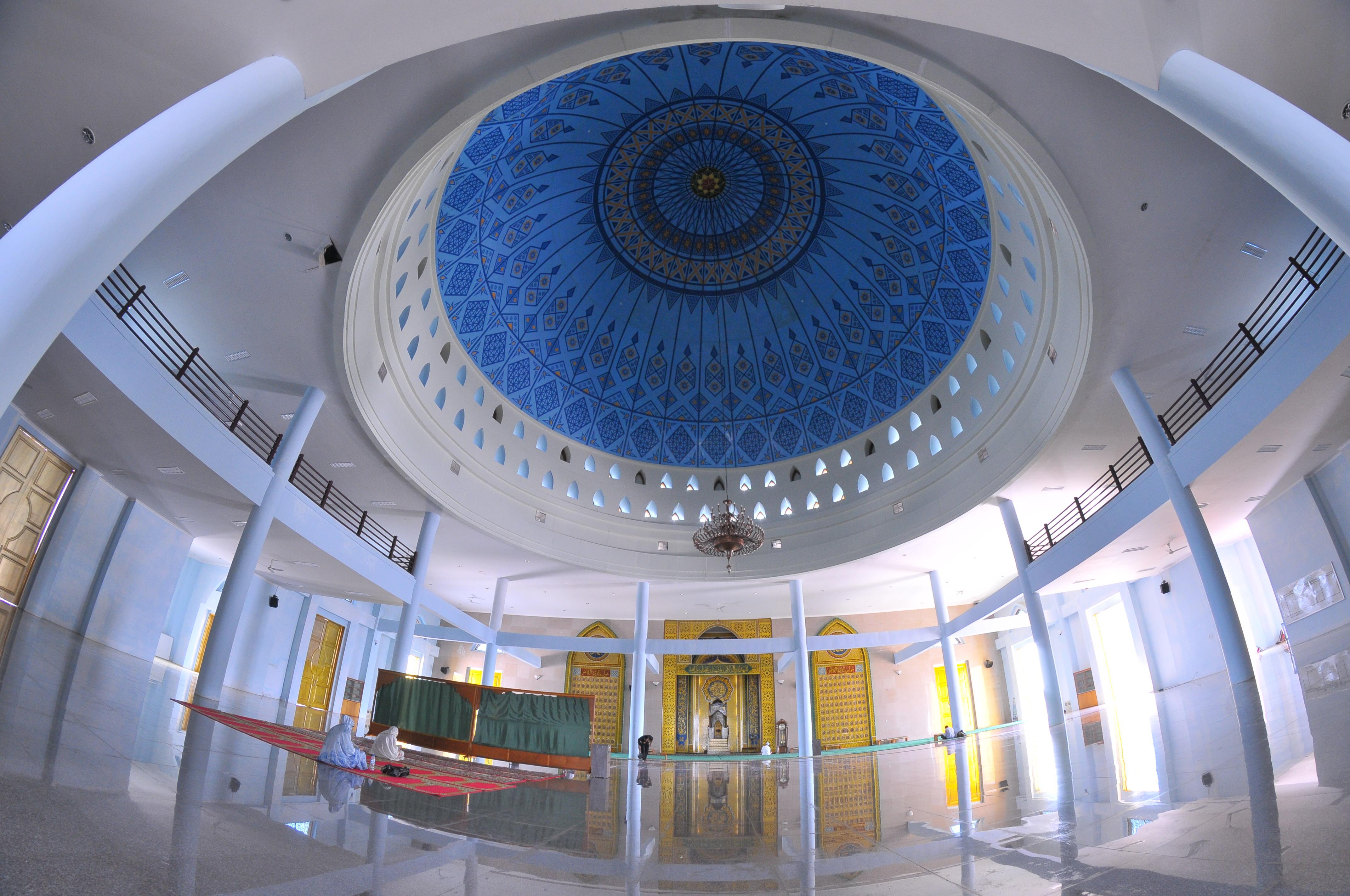 Shalat Robbi Hafzan Arsitektur Masjid Indah Raya Dompak Kota Tanjungpinang