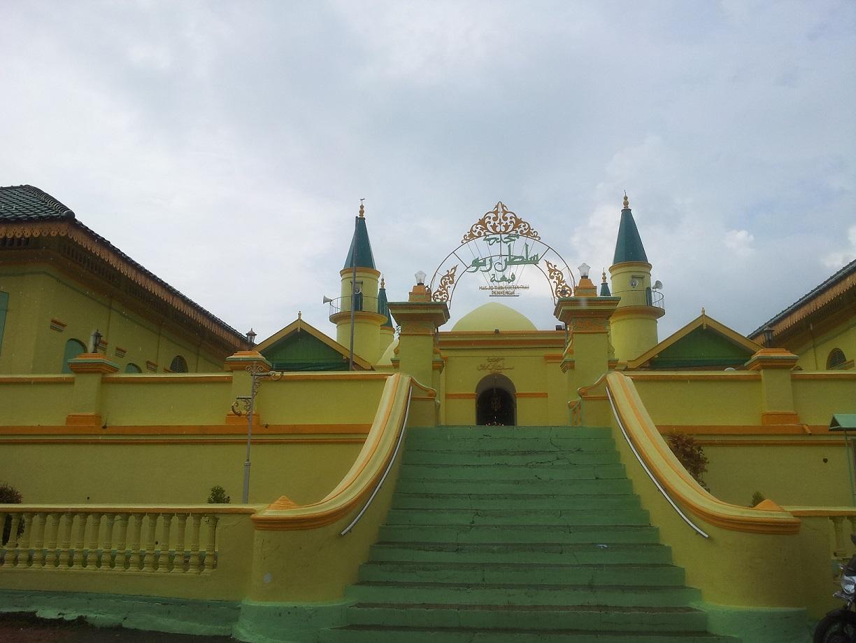Khusyu Bersujud Sholat Dhuhur Masjid Raya Sultan 20131210 125228 Riau
