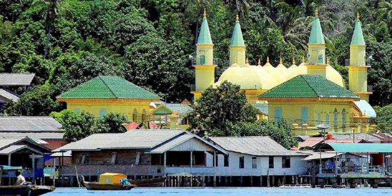 Kota Tanjung Pinang Menjaga Gurindam Kompas Masjid Raya Sultan Riau