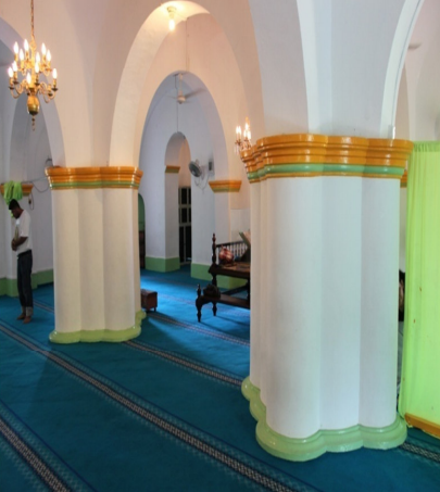 Masjid Raya Sultan Riau Kota Tanjungpinang Kepulauan Pilar Berbentuk Unik