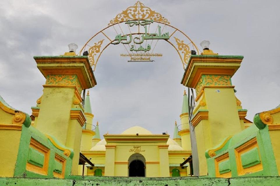 Masjid Raya Sultan Riau Pulau Penyengat Kota Tanjungpinang