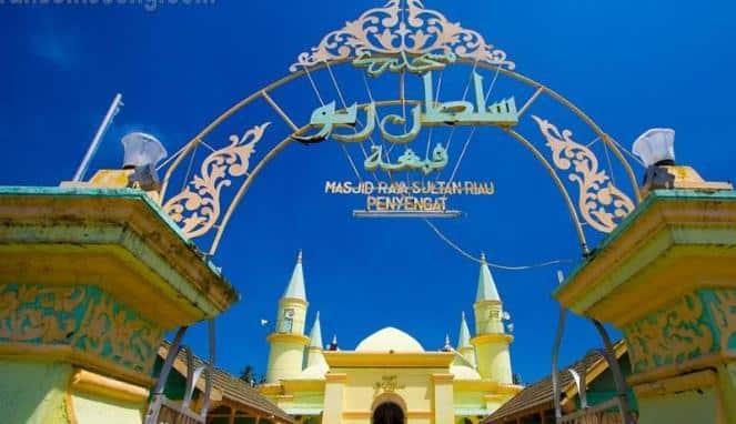 Megahnya Arsitektur Masjid Raya Sultan Riau Dibangun Pintu Gerbang Mejid