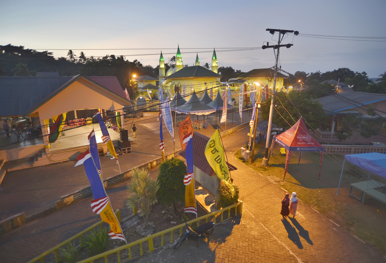 Suasana Balai Desa Kompleks Masjid Raya Sultan Riau Kampung Jambat