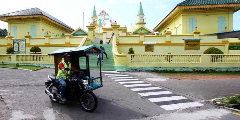 Tingkatkan Pemasukan Tanjungpinang Wajibkan Tamunya Menginap Becak Motor Melintas Masjid