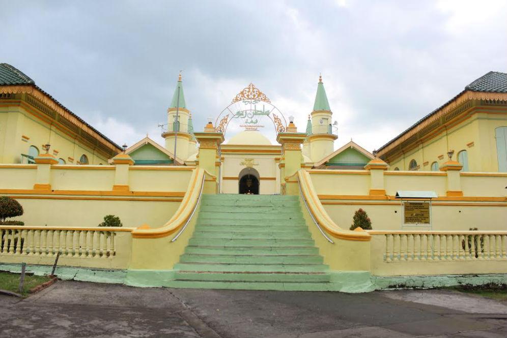 Uniknya Masjid Putih Telur Kepulauan Riau Travel Dream Id Raya
