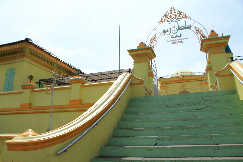 Uniknya Masjid Raya Sultan Riau Pulau Penyengat Bello Id Kota