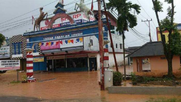 Kota Tanjungpinang Diguyur Hujan Sejak Senin Pagi Sejumlah Ruas Genangan