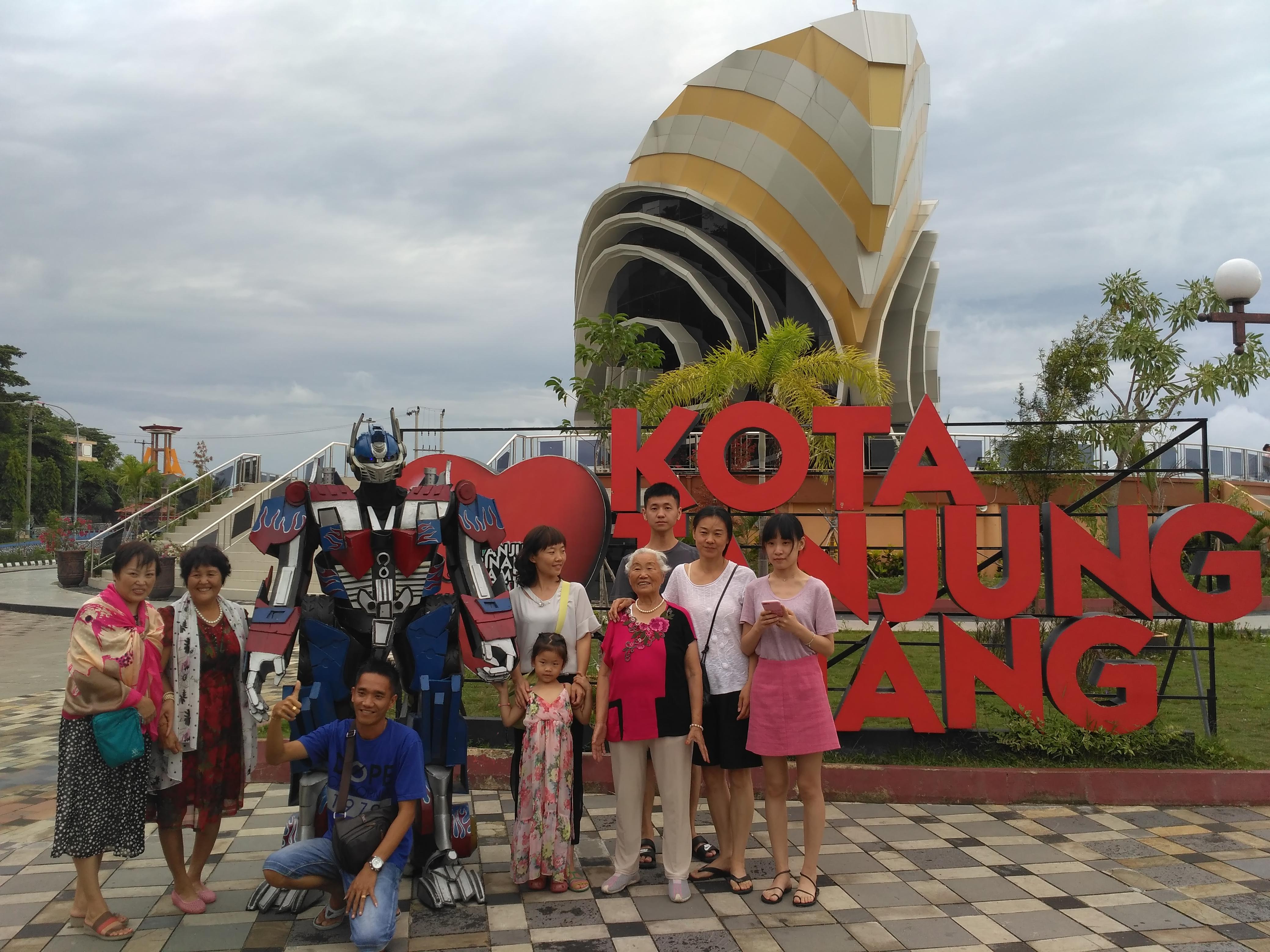August 2017 Tanjungpinang Gurindam Tv Wisatawan Mancanegara Berfoto Bersama Robot