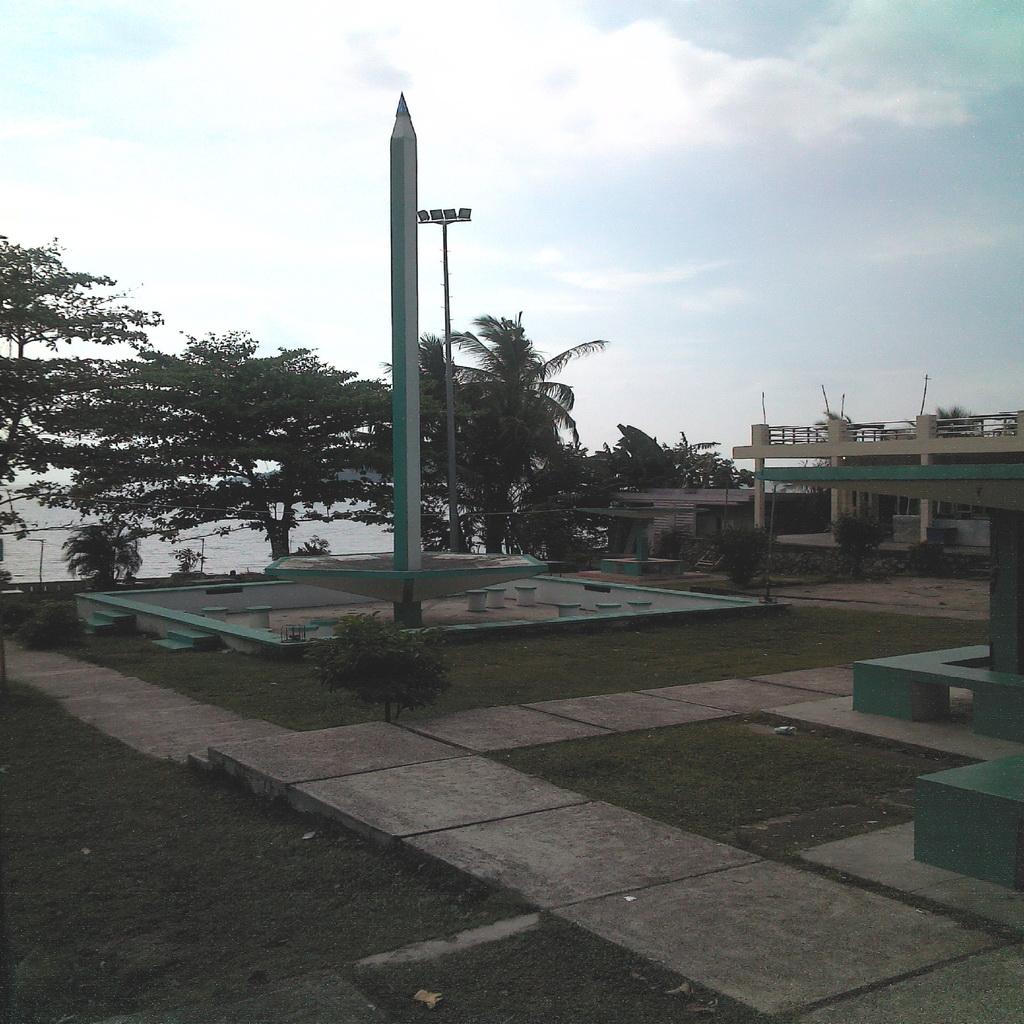 Tugu Pensil Wisata Pantai Bersejarah Tanjung Pinang Kep Riau Kepulauan