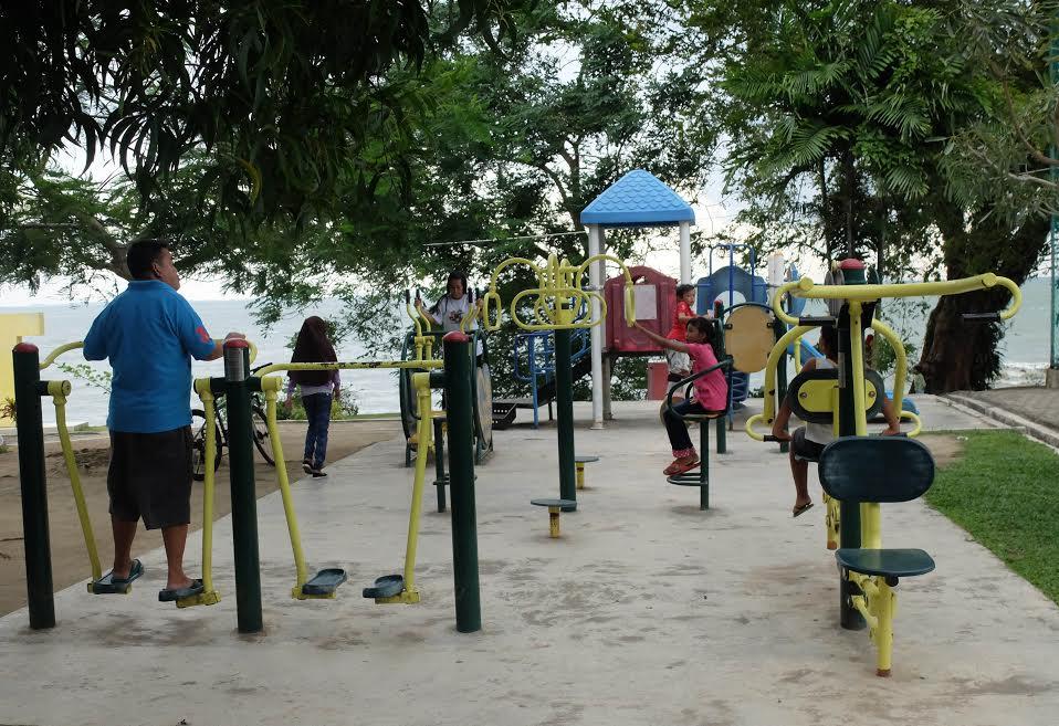 Bersantai Taman Tugu Pensil Tanjungpinang Batampos Id Sejumlah Warga Menikmati