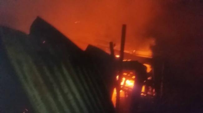 Kebakaran Hanguskan Sebuah Rumah Jalan Agus Salim Tanjungpinang Tugu Pensil
