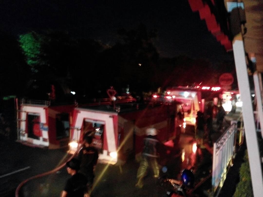 Lima Mobil Damkar Padamkan Kebakaran Simpang Tugu Pensil Kota Tanjungpinang