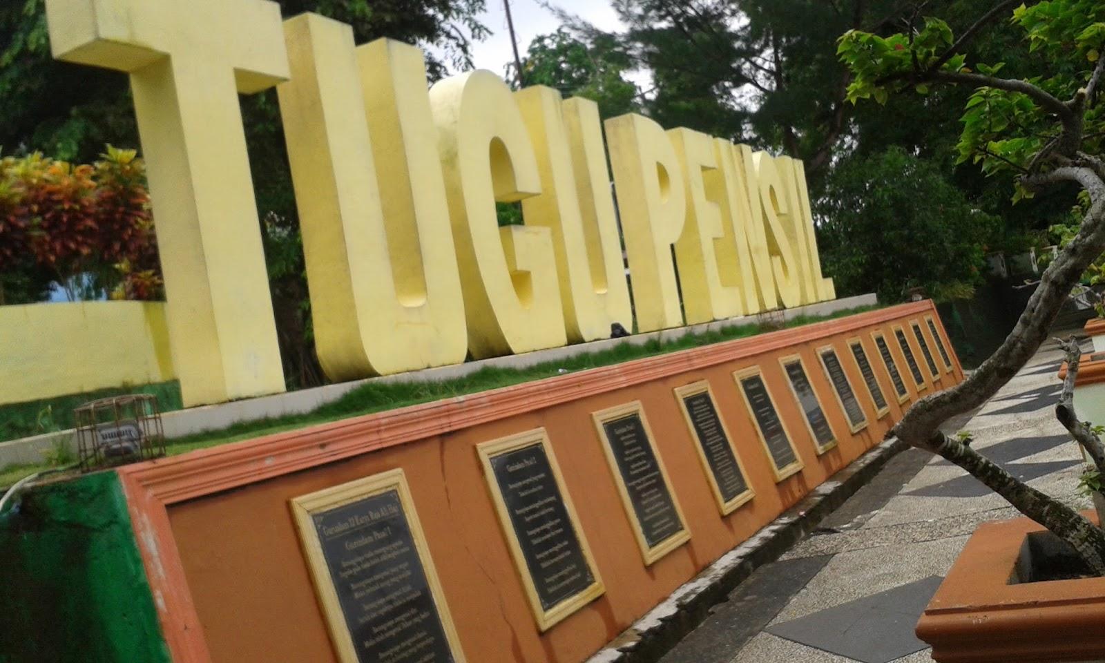 Mylife Taman Tugu Pensil Tanjungpinang Tulisan Dibawahnya Hitam Gurindam 12