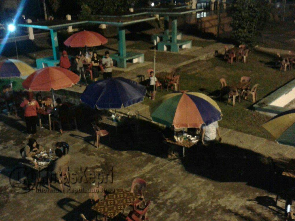Waroeng Coffee Warna Pesona Laut Lintas Kepri Tugu Pensil Kota
