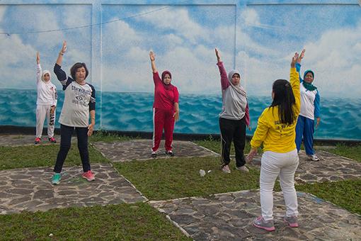 Praktisi Falun Dafa Batam Tanjung Pinang Pekanbaru Jambi Melakukan Latihan