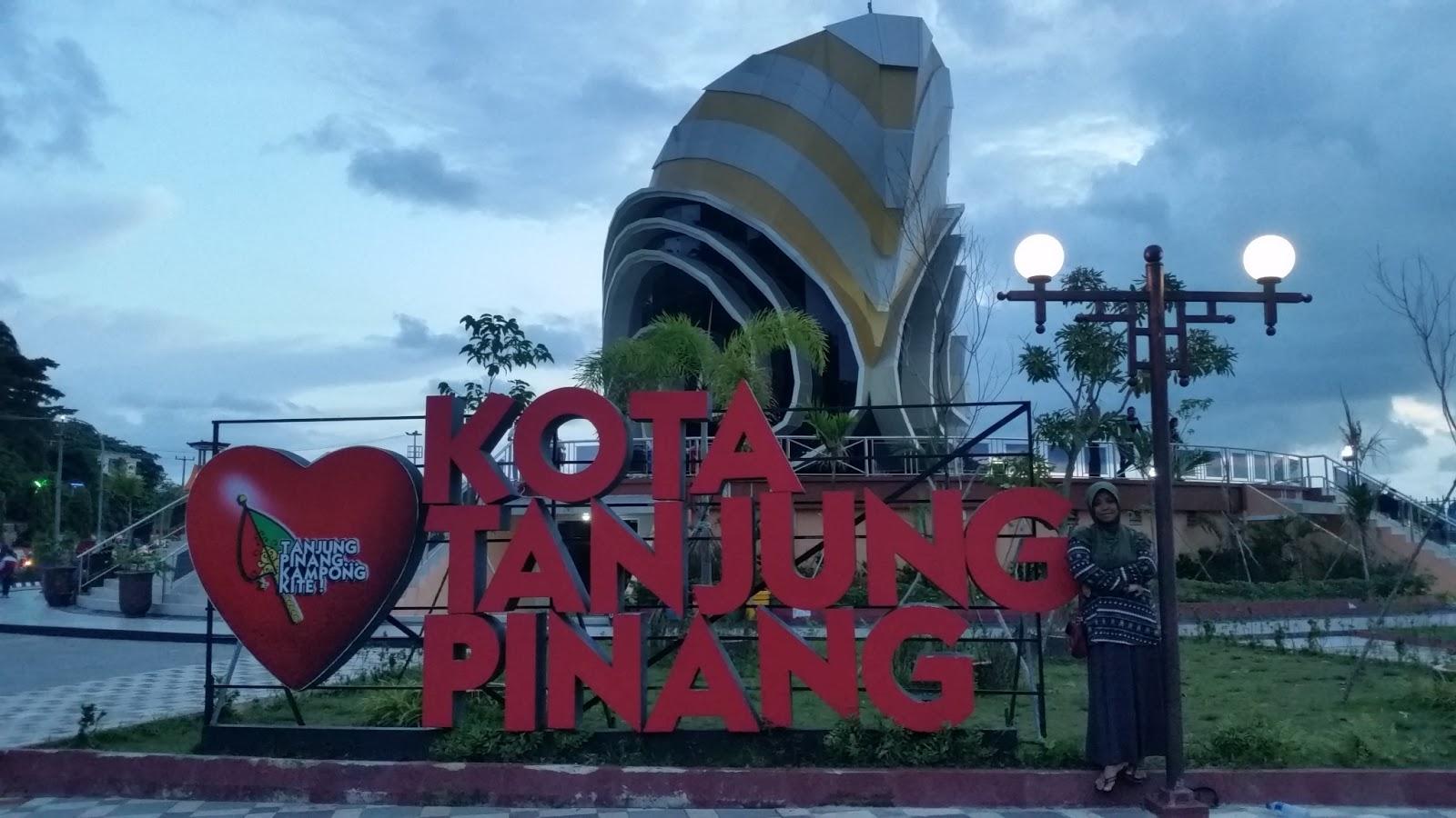 Sore Gedung Gonggong Tanjungpinang Narsih Asih Tugu Proklamasi Riau Kota
