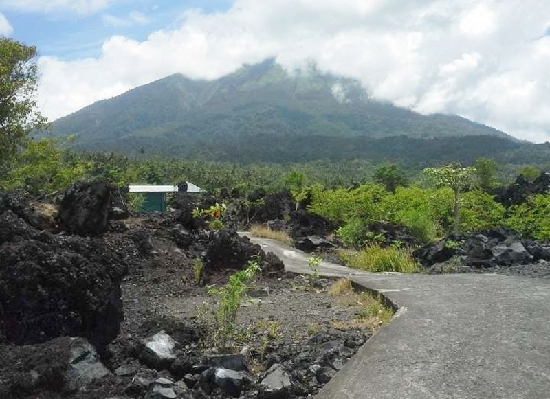 Batu Angus Hasil Muntahan Gunung Gamalama Ternate Kondisi Jalan Menuju