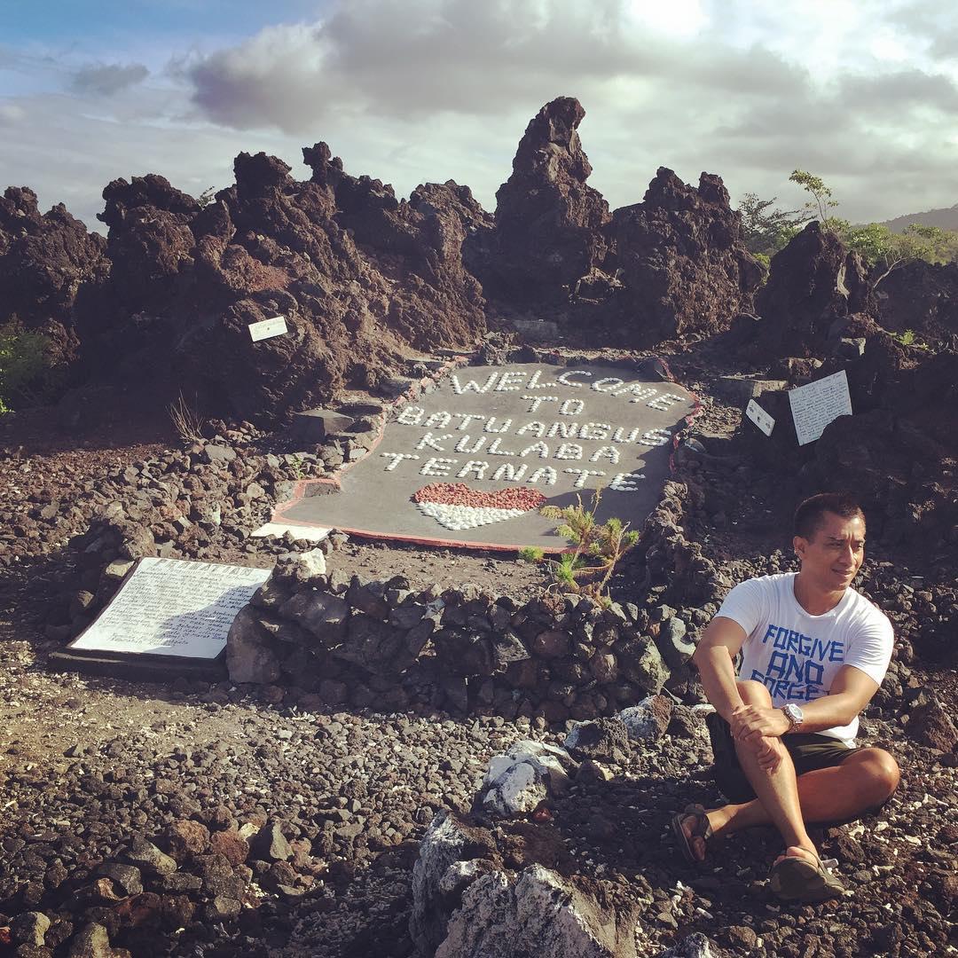 Batu Angus Wisata Unik Pulau Ternate Tengah Ngehits Lihat Kota