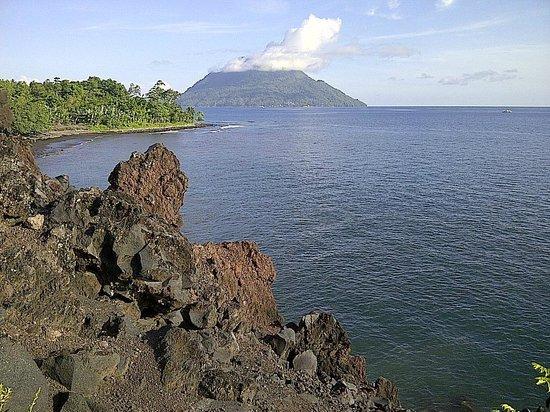 Mt Hiri Sea Batu Angus Ternate Indonesia Picture Kota
