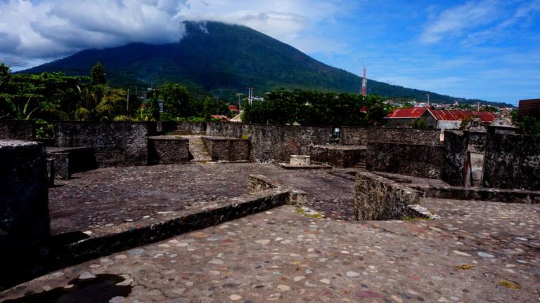 Benteng Pertahanan Ternate Perjalanan Bandanaku Oranje Kalamata Kota