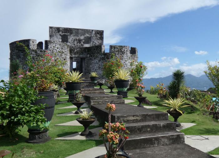 Benteng Tolukko Sekeping Sisa Kejayaan Portugis Tanah Ternate Yuk Piknik