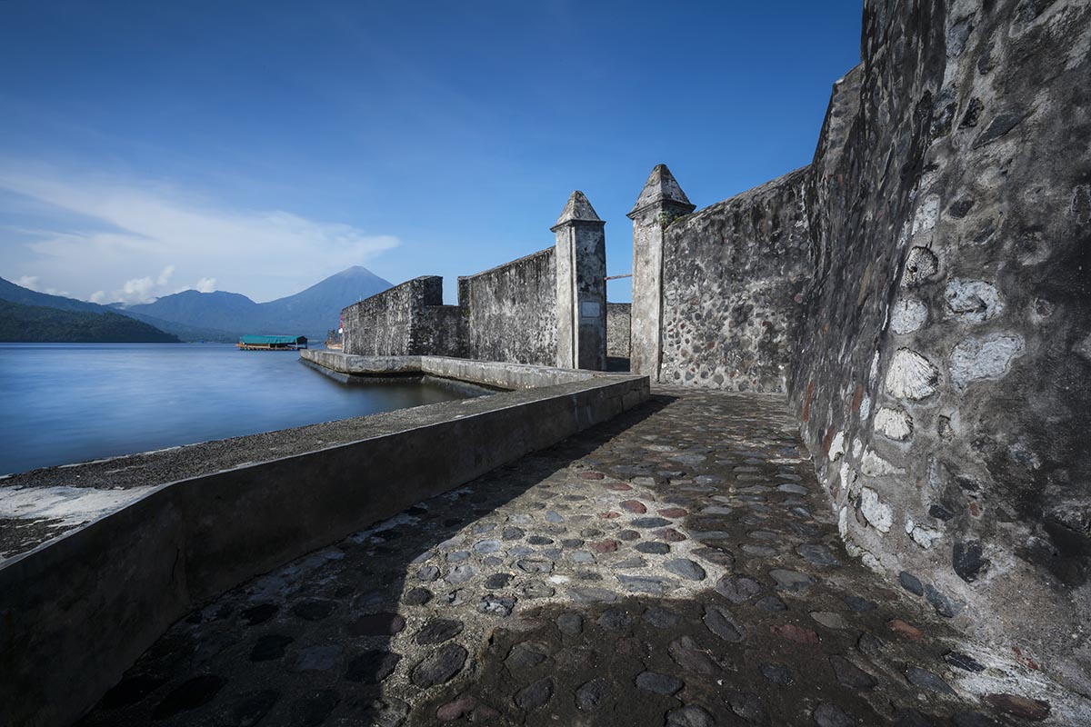 Perjalanan Negeri Sultan Kaya Rempah Sejarah Ternate Benteng Kayu Merah