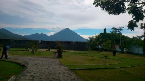 Benteng Kalamata Picture Fort Ternate Tripadvisor Pemandangan Masuk Kastela Kota