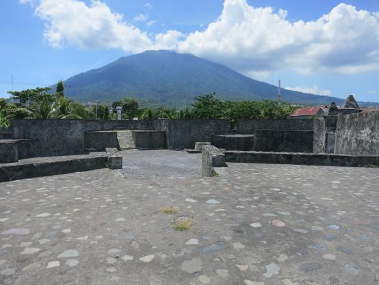 Pemandangan Gunung Gamalama Benteng Kalamata Picture Fort Kastela Kota Ternate