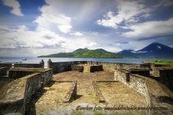 Perjalanan Kota Ternate Benteng Kalamata Turisma Travel Wisata Pantai Kaya