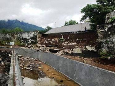 Astaga Diduga Akibat Penggalian Kanal Benteng Oranje Peninggalan Https Img