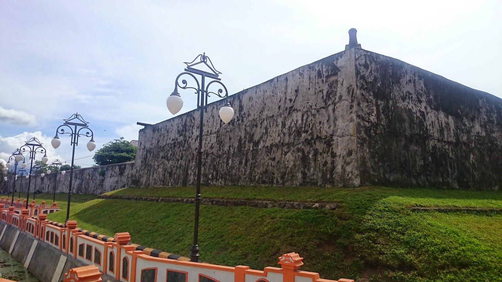 Benteng Oranje Bangunan Peninggalan Belanda Maluku Utara Kota Ternate