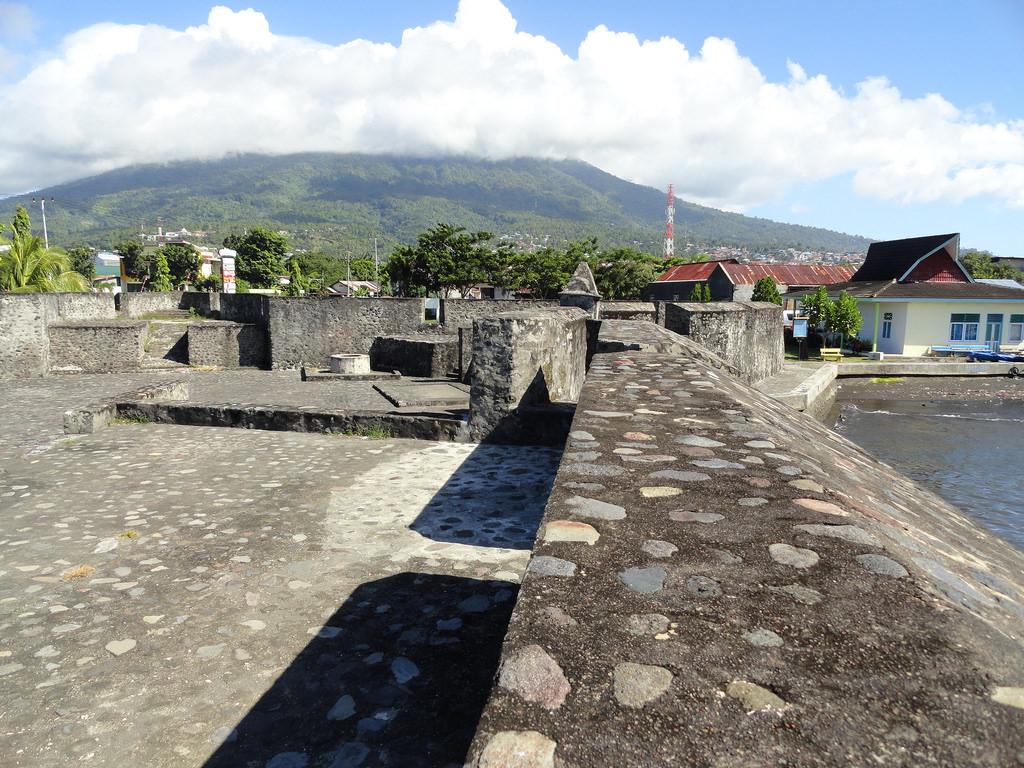 Royal Mosque Indonesia Benteng Kalamata Kota Ternate Wanderant View Oranje