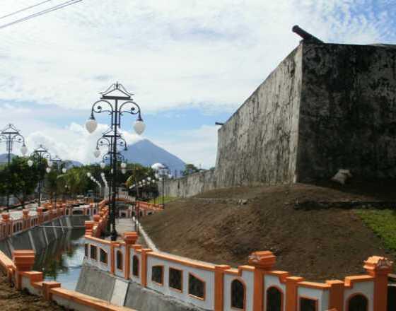 Wisata Sejarah Benteng Oranye Ternate Oranje Kota
