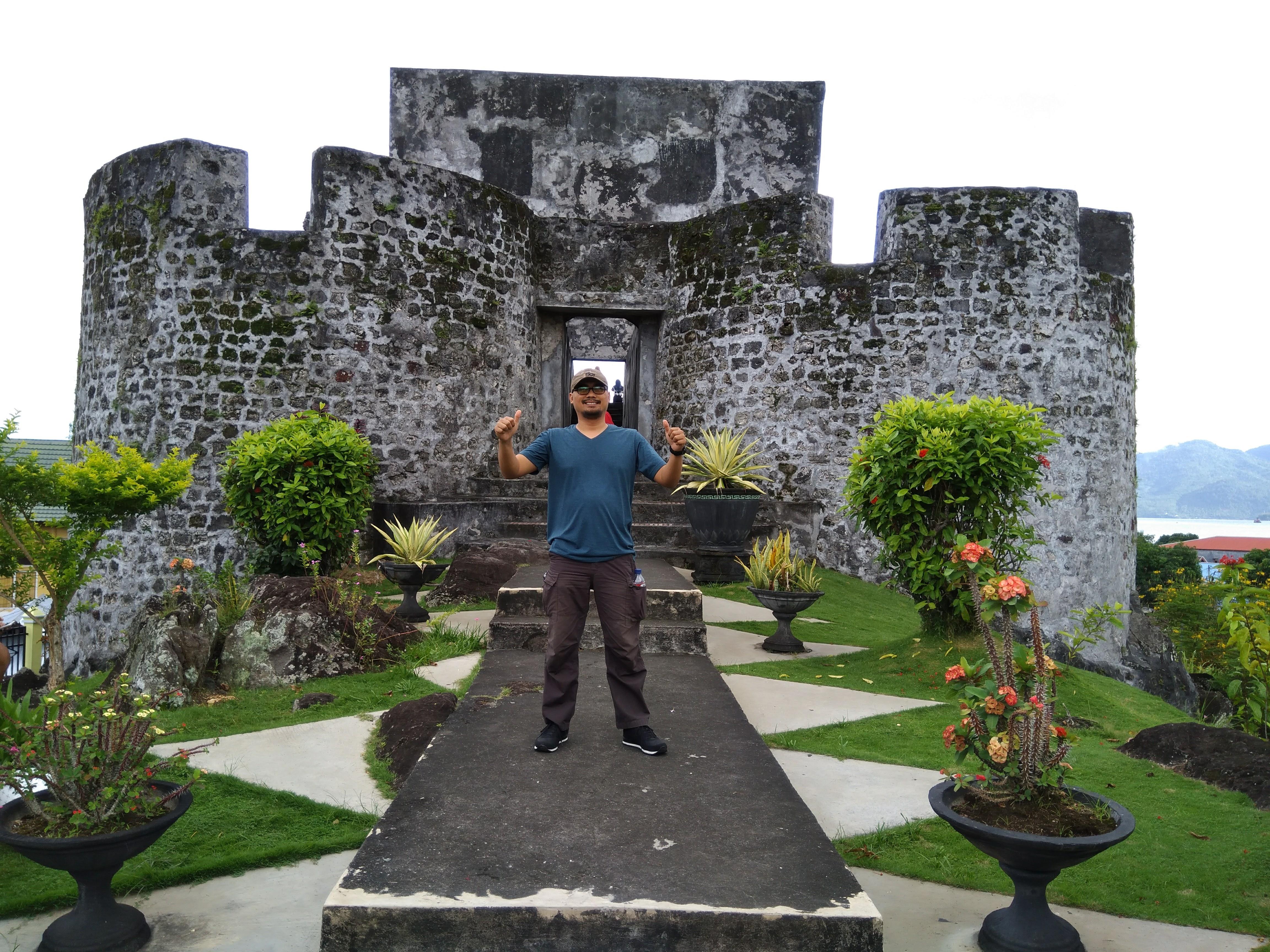 Aia Rock Motor Ngebul Google Benteng Tolukko Kota Ternate