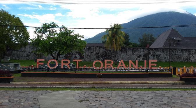 Penyebab Konyol Runtuhnya Benteng Oranje Ternate Regional Sebagian Dinding Kota