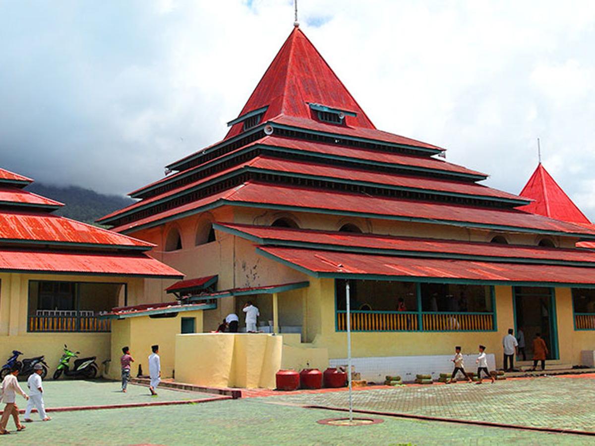 Benteng Tolukko Indonesiakaya Eksplorasi Budaya Zamrud Masjid Kesultanan Ternate Mengiringi