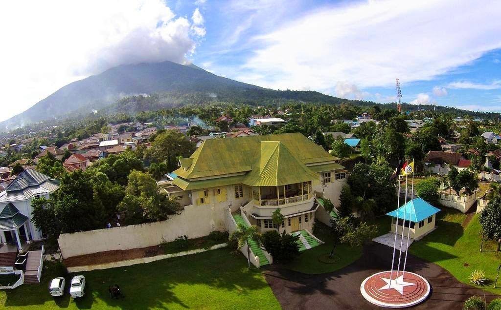 Info Pariwisata Indonesia Museum Kedaton Sultan Ternate Makuku Utara Masjid