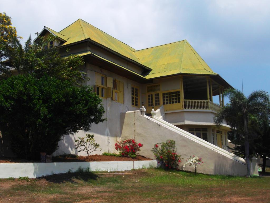 Kedaton Kesultanan Ternate Kekunaan Masjid Sultan Kota