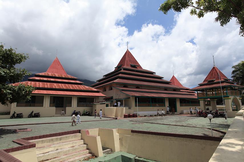 Masjid Kesultanan Ternate Mengiringi Sejarah Peradaban Arsitektur Unik Menyerupai Tua