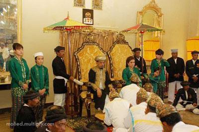 Masjid Sultan Ternate Indonesian Menerima Penghormatan Rakyatnya Kedaton Sumber Foto