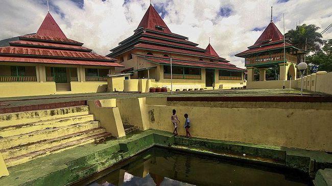 Tiga Aturan Masuk Masjid Kesultanan Ternate Sultan Kota