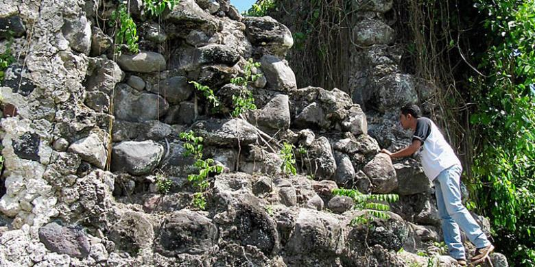 Terpikat Pesona Negeri Bahari Halaman Kompas Suasana Taman Reruntuhan Benteng