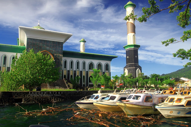 25 Tempat Wisata Ternate Wajib Dikunjungi Masjid Al Munawwaroh Island