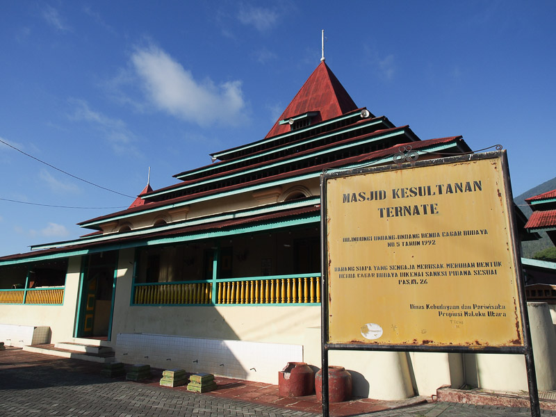 26 Tempat Wisata Maluku Utara Menyenangkan Masjid Berada Kawasan Jalan