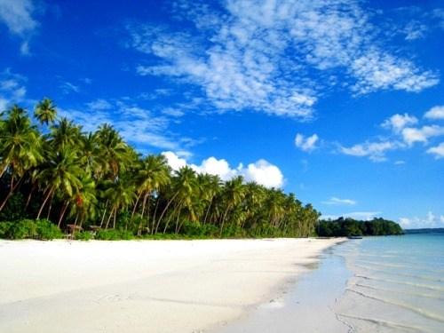 Indahnya Pantai Ngurbloat Tual Maluku Utara Slsblfqa Blog Pasir Putih